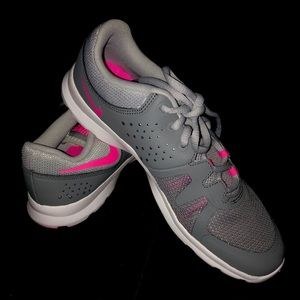 NIKE ATHLETIC TRAINING WOMEN'S RUNNING SHOES